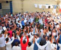 Membros da Igreja Universal do Reino de Deus realizam doações de Bíblias em presídios