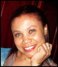 Cantora evangélica morre depois de passar mal enquanto realizava o louvor em um culto