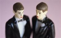 Maioria dos brasileiros é contra o casamento gay e considera a igreja a instituição mais confiável, revela pesquisa