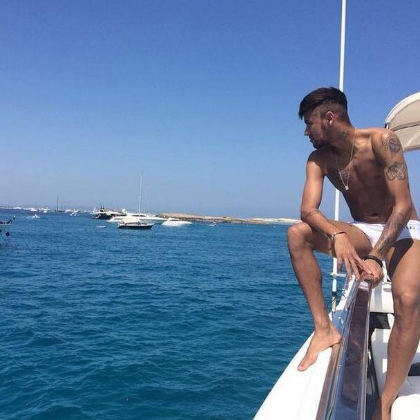 neymar-lancha