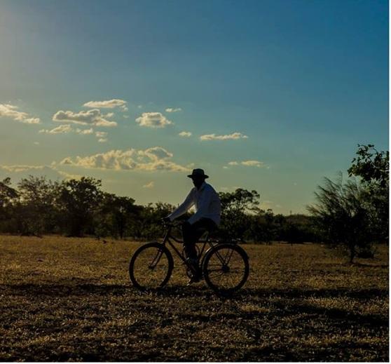 """""""Pedalando pelo Sertão"""": Documentário conta a trajetória de um pastor que dedicou sua vida a evangelizar pelo Nordeste do Brasil de bicicleta; Assista ao trailer"""