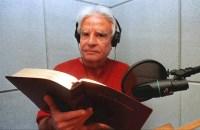 """Cid Moreira diz que narrar a Bíblia é a """"fase derradeira e gloriosa"""" de sua trajetória de 70 anos de carreira"""