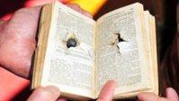 Policial de folga é atingido por tiro no peito e é salvo por uma Bíblia de bolso