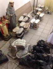 Padre e seu amante são presos com quase 200 quilos de maconha dentro de igreja