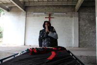 """Polícia tortura e mata filho de cristã e joga corpo em frente à casa da família; """"Não vou desistir do meu Senhor"""", diz mulher"""