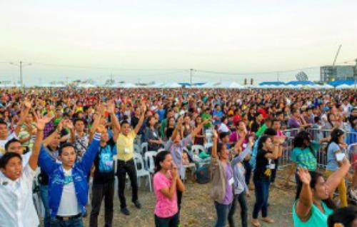 Evangelismo da Associa��o Billy Graham nas Filipinas leva 9 mil pessoas a aceitarem Jesus