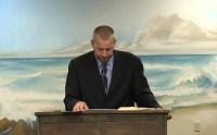 """Pastor pede o apedrejamento público de homossexuais até a morte: """"Deus ordenou""""; Assista"""