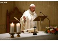 """Busca por riquezas """"distancia as pessoas de Jesus"""", diz o papa Francisco em pregação sobre Mateus 19"""