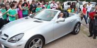 Pastor ganha carro de luxo de fiéis como presente de aniversário e recebe críticas nas redes sociais