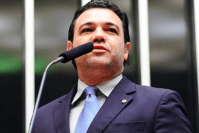 """Feliciano responde ao """"covarde"""" Wyllys e afirma que ativistas gays """"incitam ao ódio de verdade"""""""