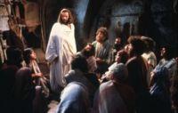 """Dono de restaurante usa filme """"Jesus de Nazaré"""" para evangelizar e vê clientes se converterem"""