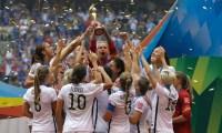 """Campeãs do mundo, jogadoras da seleção dos EUA dizem que jogam """"para a glória de Deus"""""""