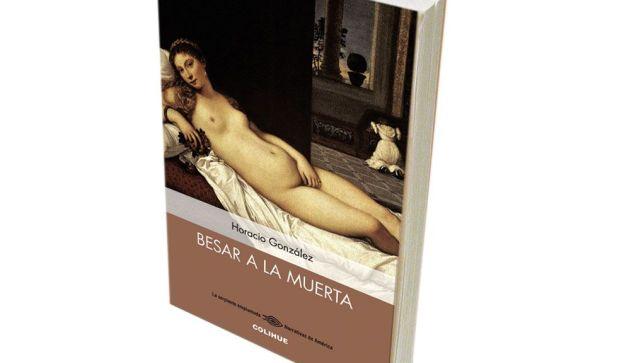 A lo largo de 192 páginas, González sitúa en torno a un asado a un cura obrero, un ex sacerdote vinculado a la guerrilla, y un profesor especialista en Max Weber.