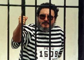 A 12 días de su captura, el 24 de setiembre, Abimael Guzmán Reynoso fue presentado en traje a rayas. (Foto: Reuters)