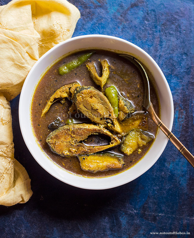 Ilish er Begun Jhol/Hilsa Curry with Eggplant