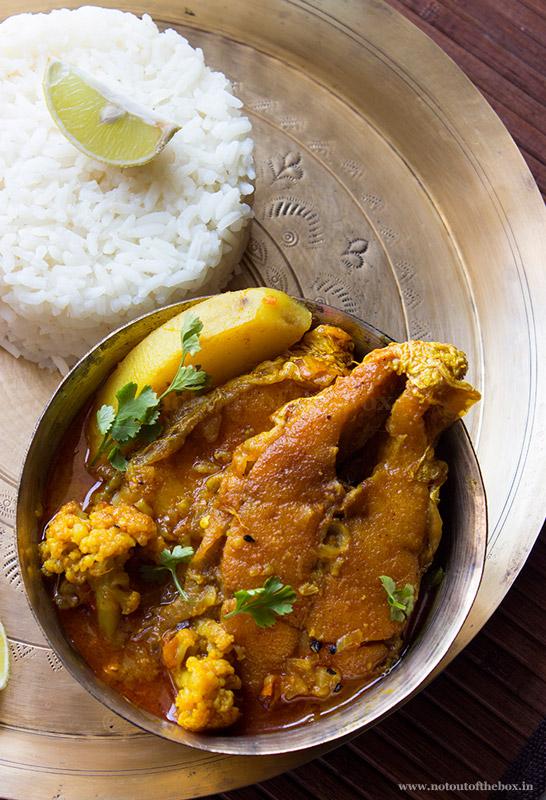 Phoolkopi die Bhetki Mach er Jhol/Barramundi Fish Curry with Cauliflower