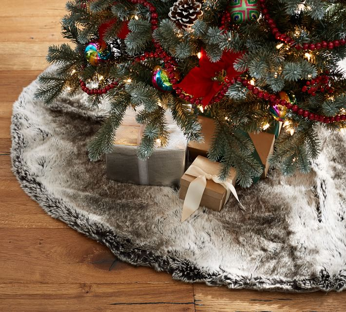 Wooden Sofa Aspen Faux Fur Tree Skirt: Nova68.com