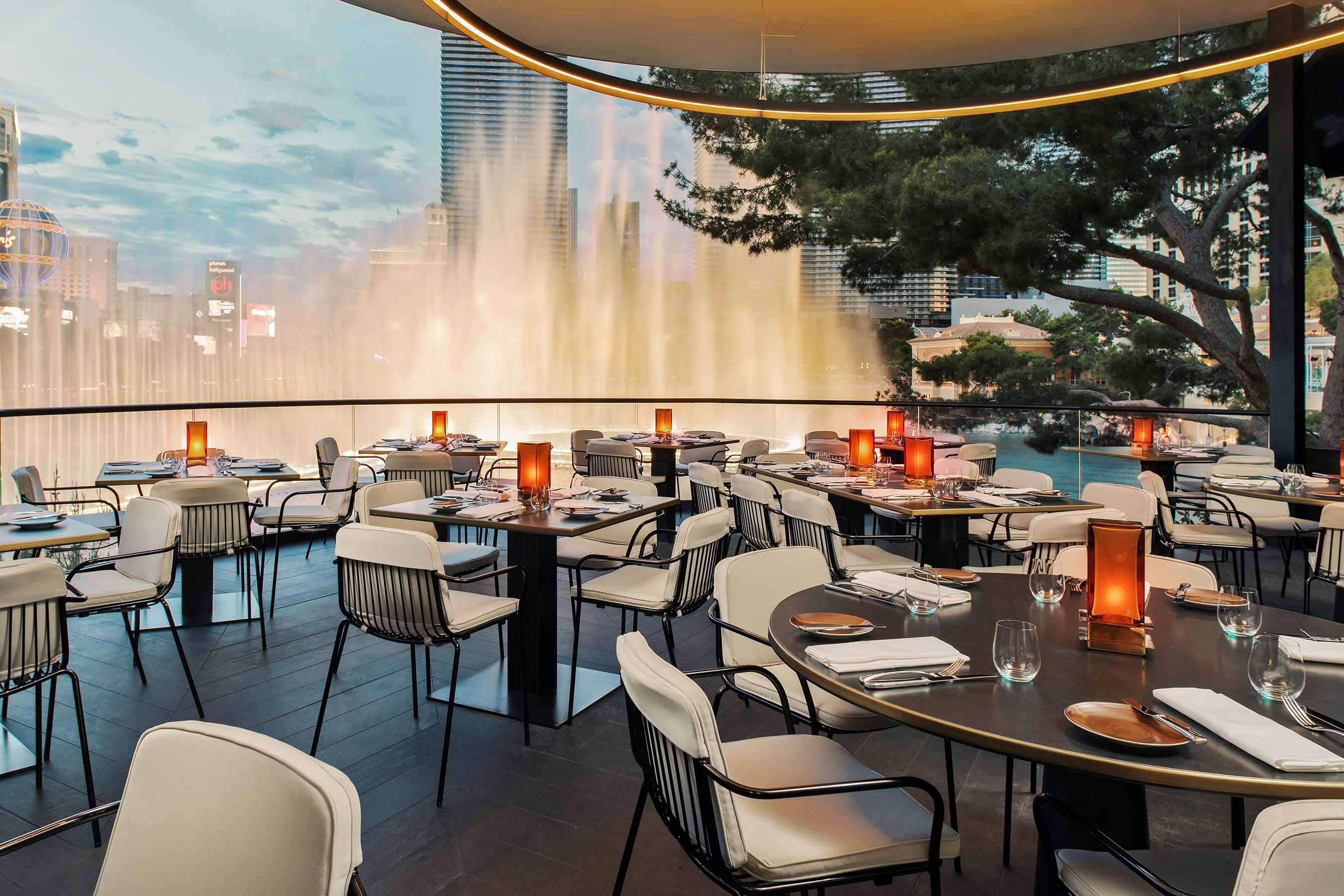 Cucina By Wolfgang Puck Las Vegas Nv Wolfgang Puck Debuts Spago Overlooking Bellagio Fountains No Vacancy
