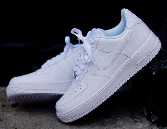 air forces white low tops