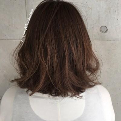 髪の量が多い方のラフなミディアムロブ1