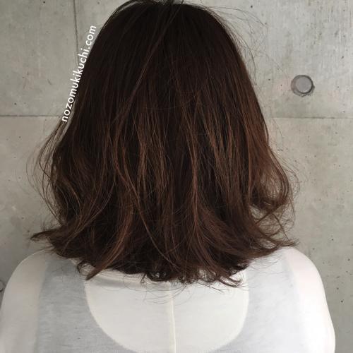 ボブから伸ばしかけのくせ毛で髪の量が多い方のラフなミディアムロブ!
