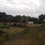 Le hanger de l'avenir, bâti depuis cet été par des charpentiers bénévoles, abritera de nouveaux projets