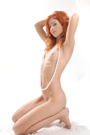 red head with flat tummy