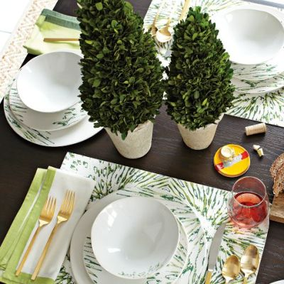 Gold flatware and holiday tablescape diy