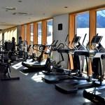 Im Fitnessraum trainiert man mit Blick auf die Berge. © Nina-Carissima Schönrock