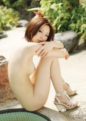 【ヌード画像】野外でこんな格好しちゃう女の子エロすぎだろ…(30枚)