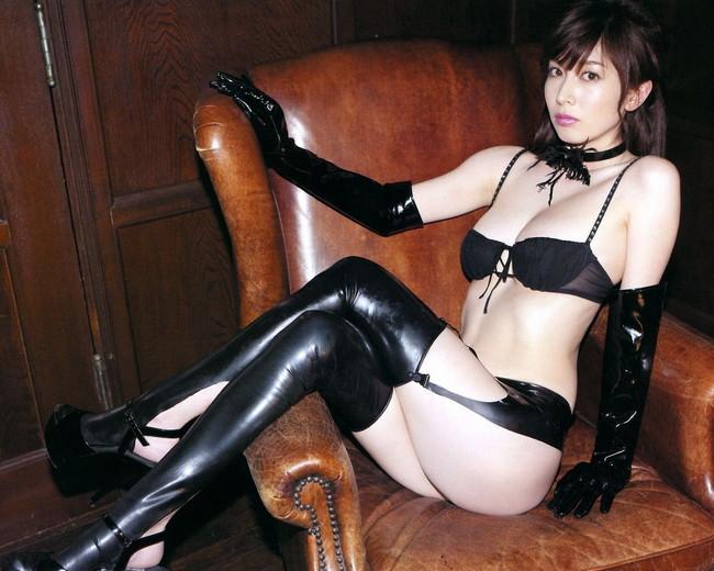 【ヌード画像】女王様ファッションの美女に罵ってもらいたいw(30枚)