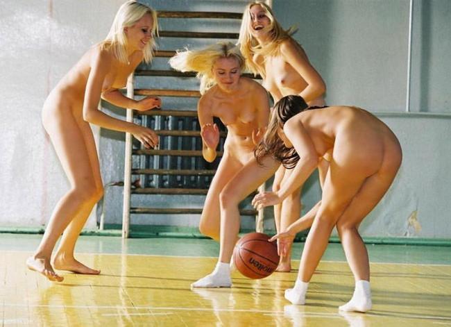 【ヌード画像】女の子の丸出しスポーツ姿が大胆すぎるw(31枚)