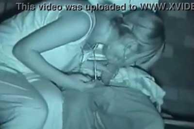 【盗撮動画】深夜の公園でセックス始めるチャラ系カップル!サングラスが落ちないようにフェラする一生懸命な彼女が最高w【無修正】