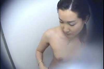 【盗撮動画】公共プールの女子シャワー室に隠しカメラしかけちゃいました!ちょっとクールなビューティーOLちゃんの全裸をご堪能くださいww