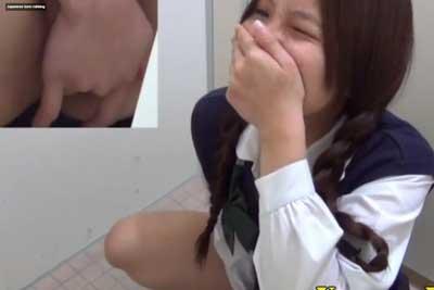 【盗撮動画】公衆トイレに隠しカメラ仕掛けたら、イクとき必死になって声をこらえてオナニーしちゃってるJKの盗撮に成功してしまいましたww【無修正】