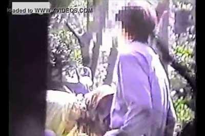 【盗撮動画】昼間の公園で白昼堂々彼氏にフェラしてあげてるカップルを発見したので遠方からズームで盗撮しましたww最後はチンコをきれいにしてあげる優しい彼女ww