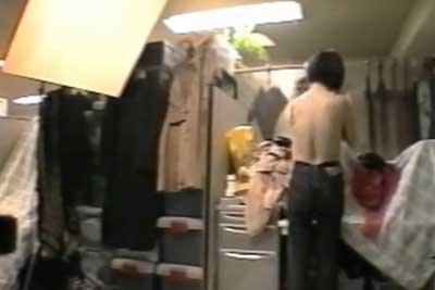 【盗撮動画】モデルの宣材写真撮るからこの控室で着替えてくださいと言われた部屋には実は隠しカメラを仕掛けてあり、モデルさんのナマ着替えの一部始終が撮られてたんですw