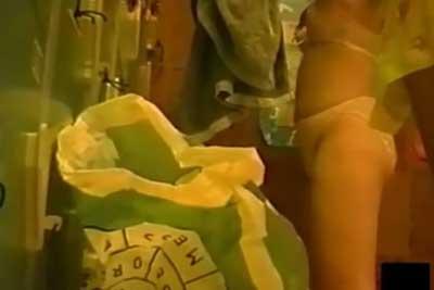 【盗撮動画】JKの修学旅行に使われる旅館の大浴場の脱衣所と大浴場に隠しカメラを仕掛けて、無邪気にお風呂に入る素人JKの全裸を完全隠し撮り!