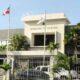 """Ministerio de Hacienda niega haya cancelado empleado que se lanzó de """"El Huacal"""" y ofrece condolencias a sus familiares"""