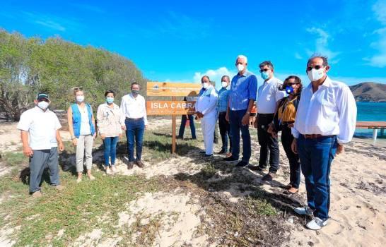 Medio Ambiente inaugura nuevas infraestructuras ecoturísticas en Montecristi