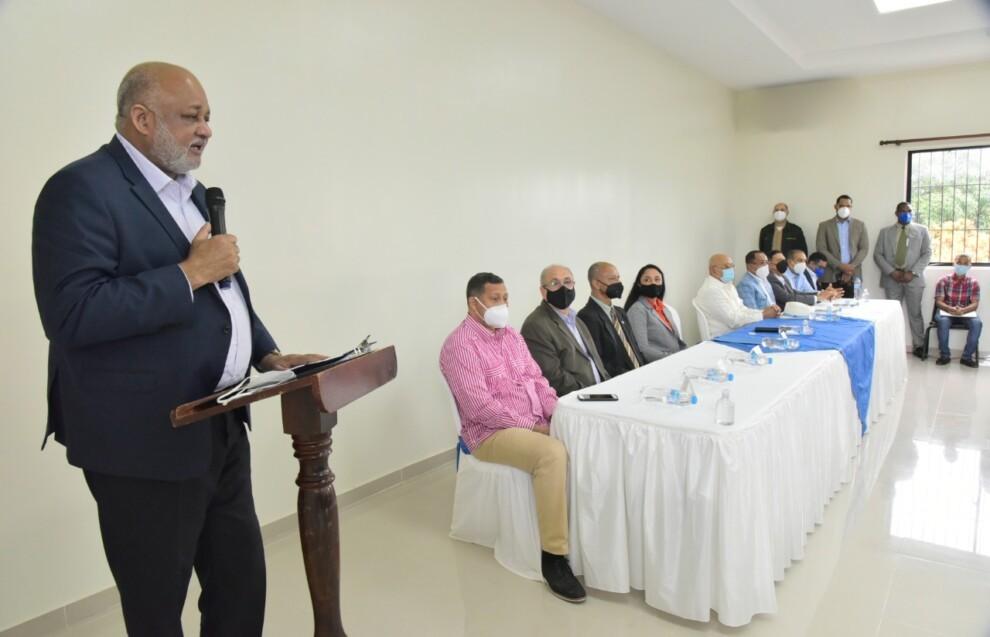 Ministro Fulcar anuncia dedicará ahorros hechos de los fondos de descentralización para dotar de internet a los centros educativos que no lo tienen