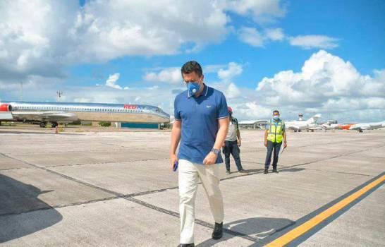 Ministro de Turismo supervisa protocolo contra el COVID-19 en el AILA