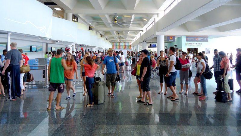 Turismo inicia actos de Dominicanos Ausentes en aeropuertos del país