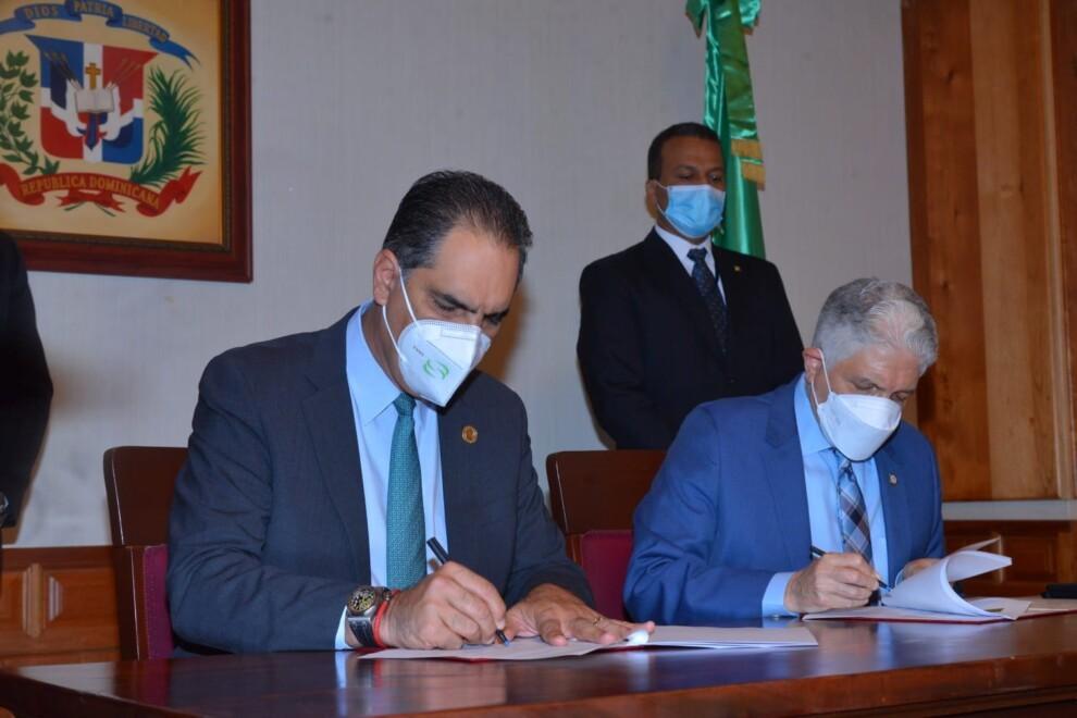 SeNaSa y el Senado de la República firman un convenio de colaboración