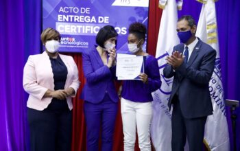Ministerio de la Juventud trabaja para cerrar brecha digital