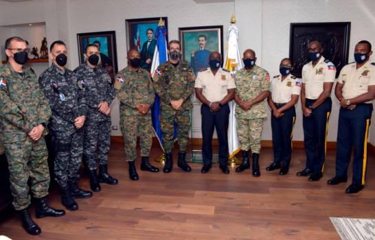 Ministro de Defensa y director de la PN se reúnen con altos mandos de la policía haitiana