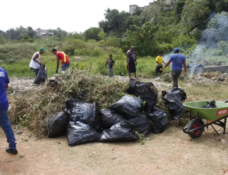 ADN y comunitarios limpian cañadas ciudad SD
