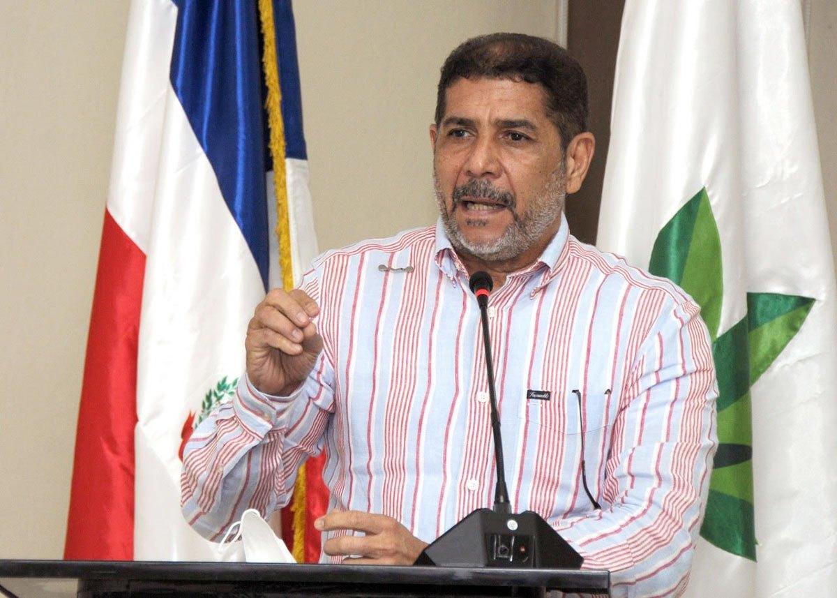 """Limber Cruz Ministro de Agricultura expresa """"El pueblo comerá pollo sin contratiempos"""""""