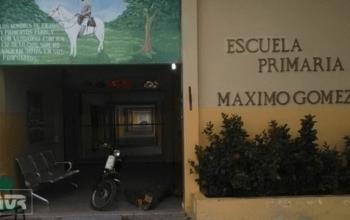 Entrega de dispositivos tecnológicos· Escuela Primaria Máximo Gómez C. Santomé, Baní.