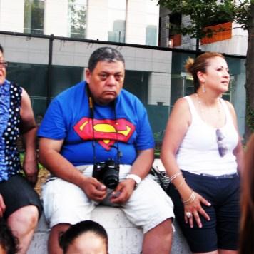 Superman sin fuerzas..... recuperandose del calor (Foto Nabuco) Festival de baile en el Linconl Center de Nueva York